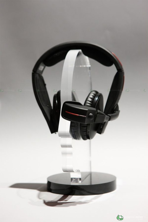 nikon-wifi-enable-up300x-headphone-2