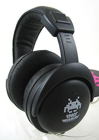 space_invaders_headphones_